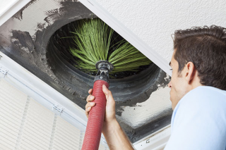 Cleaner cleaning air duct